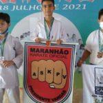 Karatecas de Presidente Vargas participam de competição e conquistam treze medalhas